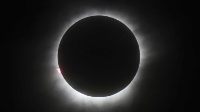 Eclipse total de Sol finaliza
