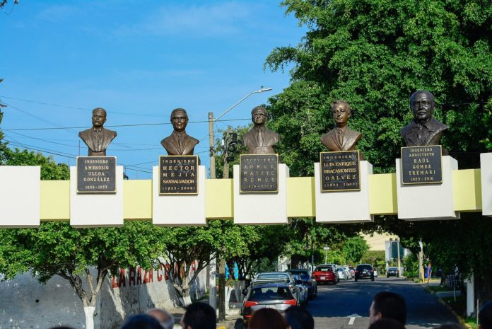 Develan busto glorieta ingeniero