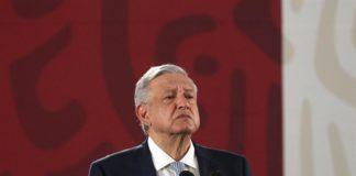 AMLO pide marcha pacífica